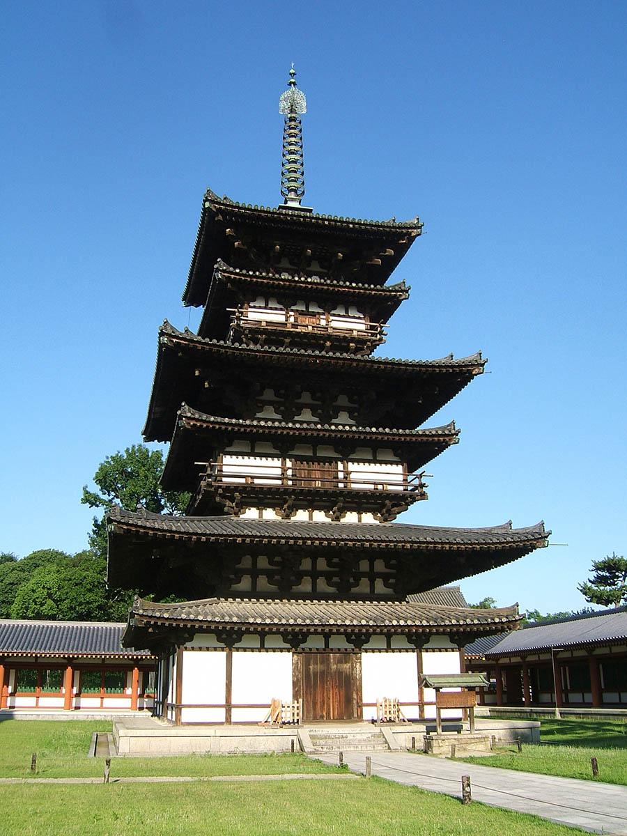 修復前の薬師寺の東塔