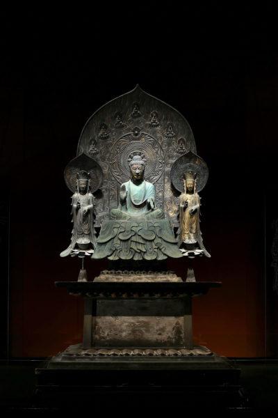 国宝法隆寺釈迦三尊像のレプリカ